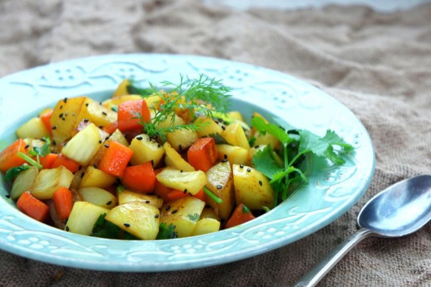Saute potato, carrot and fennel, with coriander, turmeric, sesame oil and sesame seeds (low FODMAP, vegan, gluten free)
