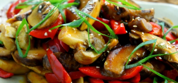 Chinese mushroom, fresh mushroom and capsicum stir fry, with oyster sauce