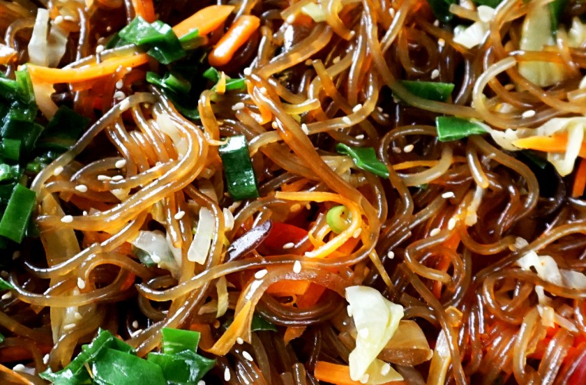 Sweet potato noodles with Chinese mushrooms, capsicum, cabbage, onion, and green shallot