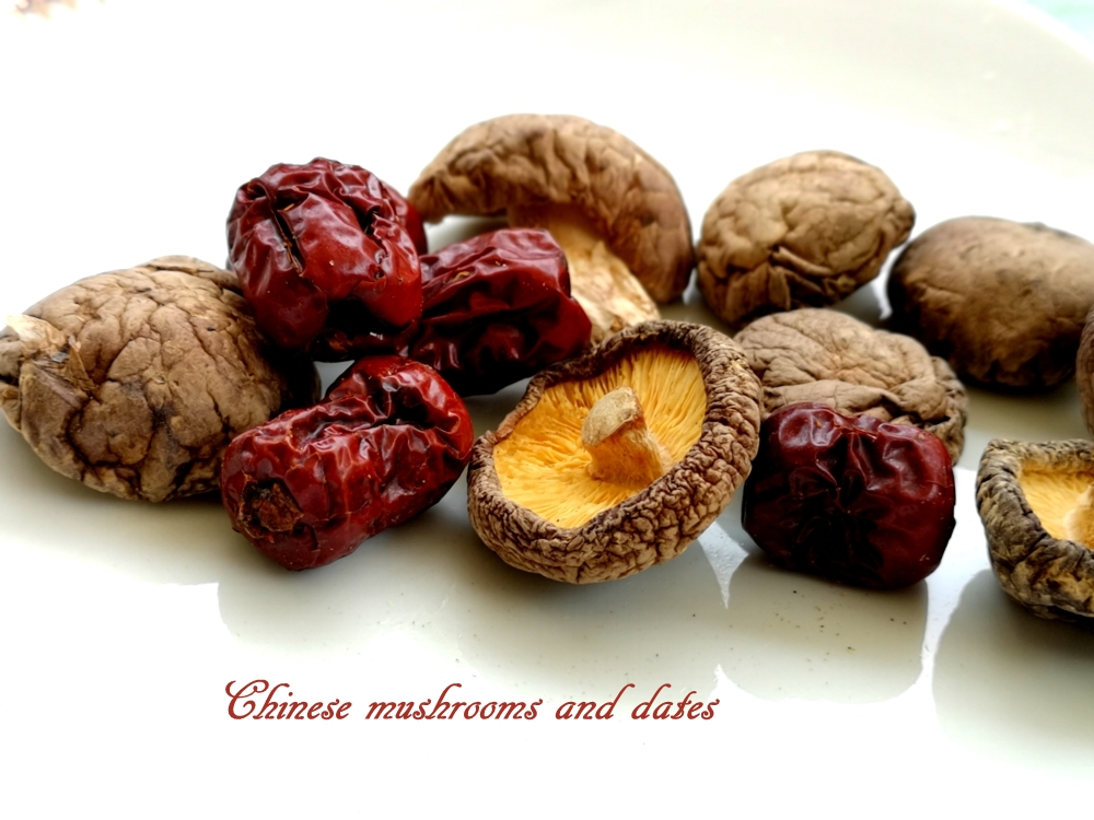 Ingredients : autumn sword flower soup (Chinese mushrooms and Chinese dates)