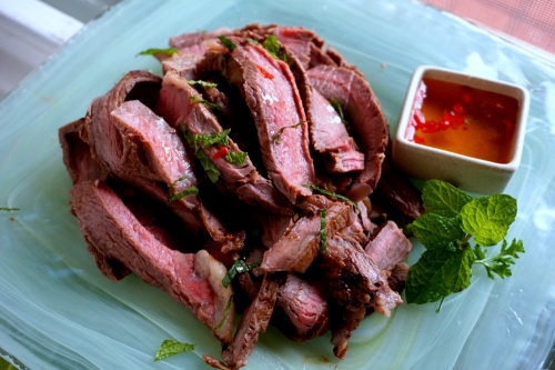 Beef with Asian dipping sauce (FODMAP friendly, gluten free)