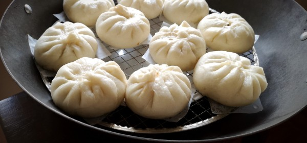 Chinese steamed pork and leek buns